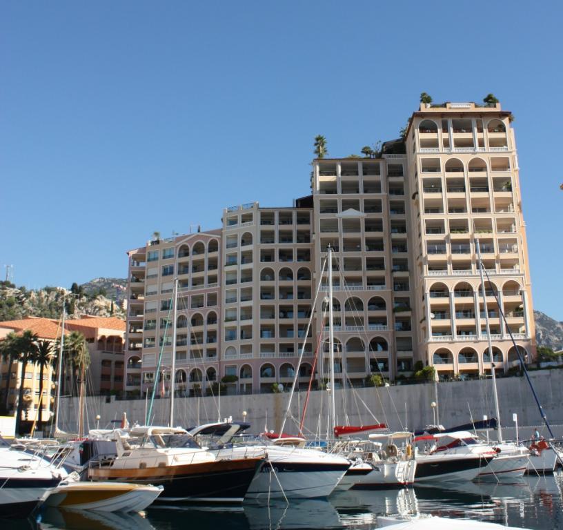 Monaco 2 pieces memmo center appartement 2 pi ces monaco for Agence immeuble