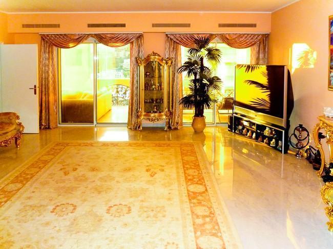magnifique trois pi ces dans immeuble de luxe appartement 3 pi ces monaco. Black Bedroom Furniture Sets. Home Design Ideas