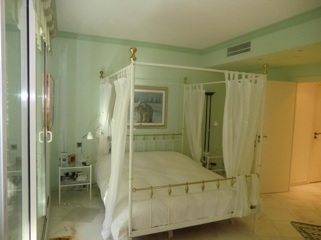One bedroom apartment jardin exotique apartment 2 for Chambre exotique
