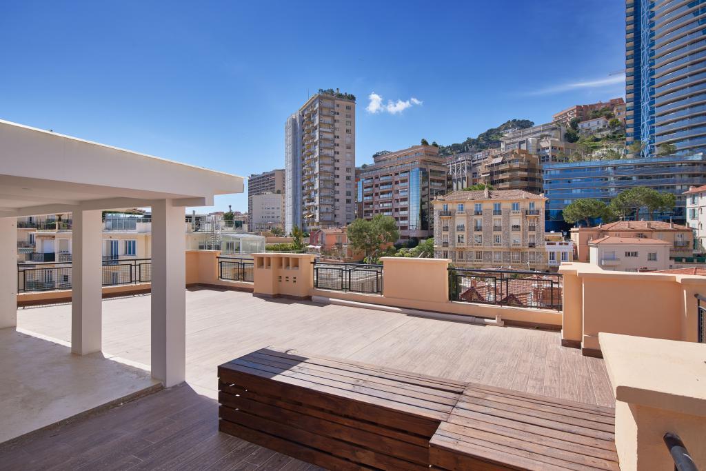 Penthouse avec grande toit terrasse vue mer appartement for Toit terrasse immobilier