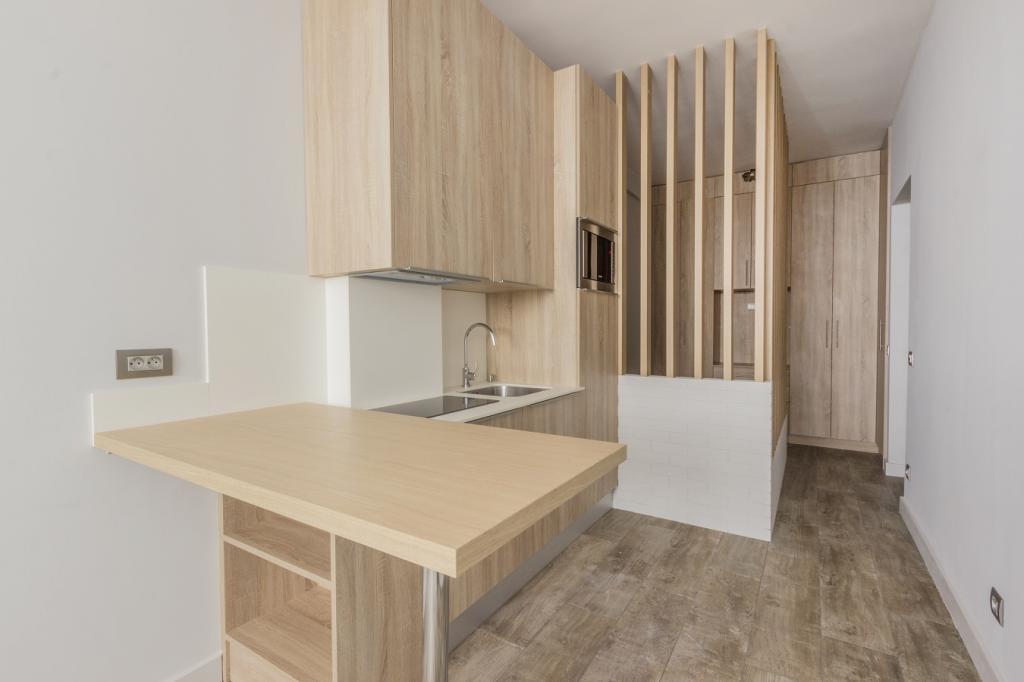 trocadero chambre de bonne de luxe r nov n 10 chambre. Black Bedroom Furniture Sets. Home Design Ideas