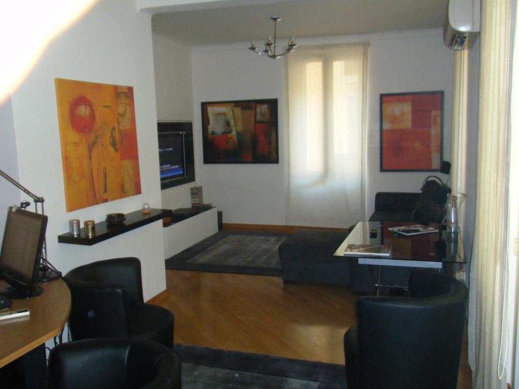 entre le port et le march de la condamine appartement 3 pi ces monaco. Black Bedroom Furniture Sets. Home Design Ideas