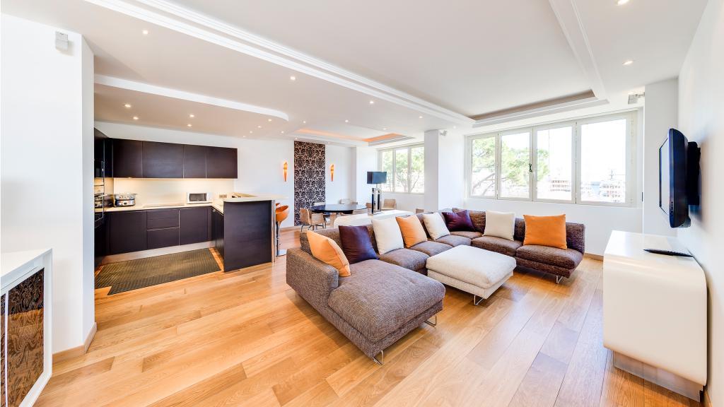 appartement ou bureau vue de grand prix appartement 4 pi ces monaco. Black Bedroom Furniture Sets. Home Design Ideas