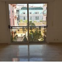 Lovely studio with mixed use located in the Golden Square center