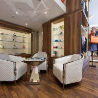 Beautiful Shop Entirely Refurbished with Large Windows near Carré d'Or