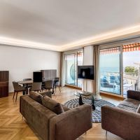 Panorama: Luxurious 3 Bedroom Apartment Entirely Refurbished with Sea View and Double Parking Space
