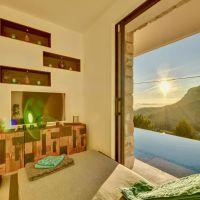Location Saisonnière La Turbie: Splendide Villa de 7 chambres avec Piscine, Spa et Vue Panoramique