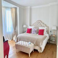 BOULEVARD DES MOULINS - 3 Rooms - 140 m²
