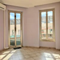 1 Bedroom Apartment - Condamine - Free of Law