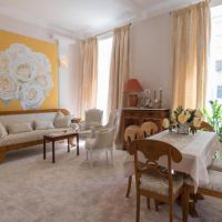 VERY NICE APARTMENT IN A BOURGEOIS BUILDING