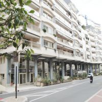 Monaco/ Premise with large shop window located in a busy street