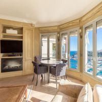 EXCLUSIVITE Rare: Boulevard de Suisse. Charmant penthouse proche Carré d'Or