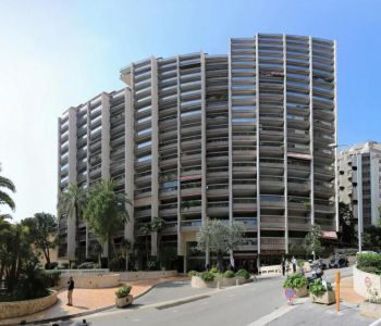 Park Palace: 2-bedroom-apt with cellar and parking