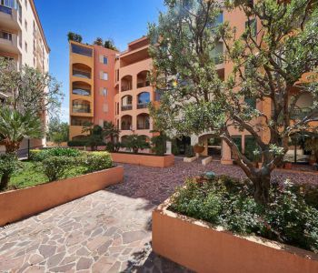 Nice studio located in the quiet Fontvieille area, harbour view