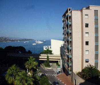 2 bedroom apartment located close to the beaches.