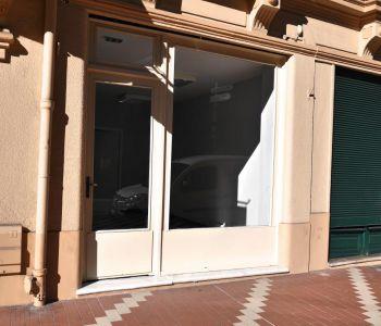 Bureau avec vitrine proche de tous les commerces