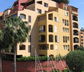 2 bedroom mixed use refurbished apartment, in the quiet Fontvieille area