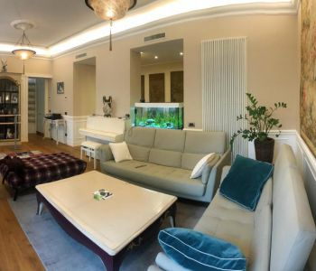 Beautiful 3 Bedroom Bourgeois Apartment Luxuriously Refurbished near Carré d'Or