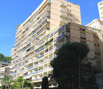 Beautiful 3 rooms completely renovated panoramic sea view in the center of Monaco.