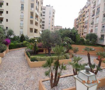 Fontvieille beautiful studio refurbished garden view.