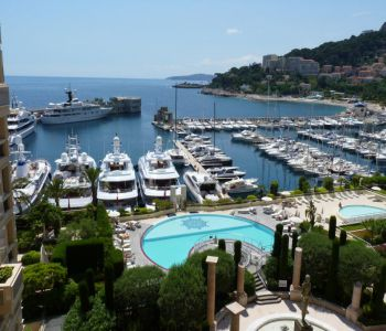 Prestigious apartment on the port of Fontvieille.