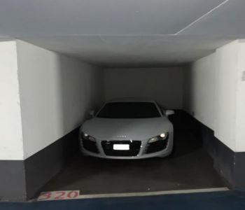 large individual car park for rent Centre CARRE D'OR