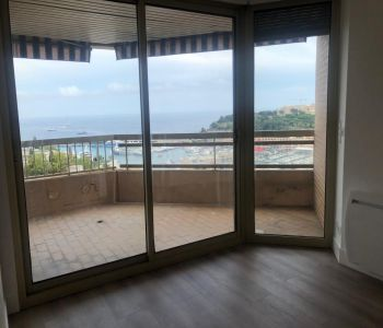 2 BEDROOM APARTMENT OVERLOOKING THE HARBOUR