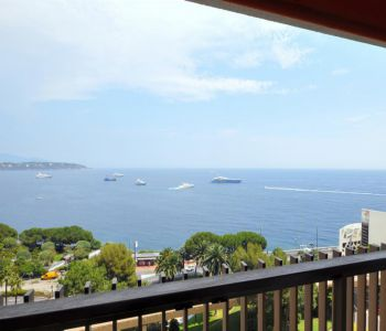 Superb 2 bedroom flat, panoramic sea views.