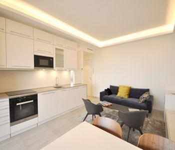 Superb renovated 3 room flat, near center/beach