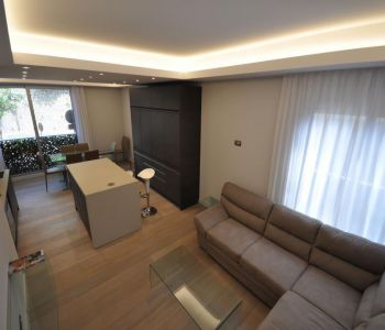 Renovated 5 room flat, Residential area
