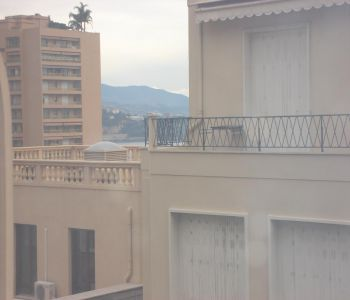 Grand studio central - Balcon - vue agréable ville - petite échappée mer