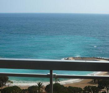 Grand studio avec vue magnifique mer et plages
