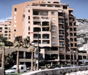 FONTVIEILLE LOCAL COMMERCIAL 300M²