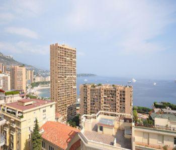 Penthouse ristrutturato con vista sul mare