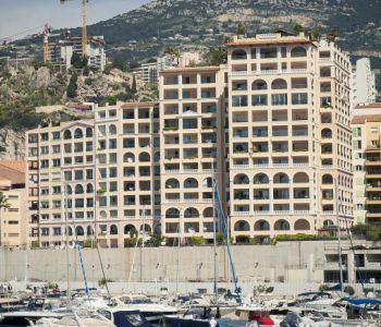 3-bedroom apartment with sea and Cap d'Ail harbor view