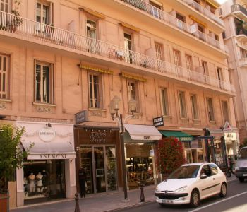 NICE ONE BEDROOM APARTMENT IN A BOURGEOIS BUILDING IN THE BD DES MOULINS