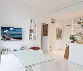 Wonderful one bedroom apartment boasting views of the Rocher and the port of Fontvielle