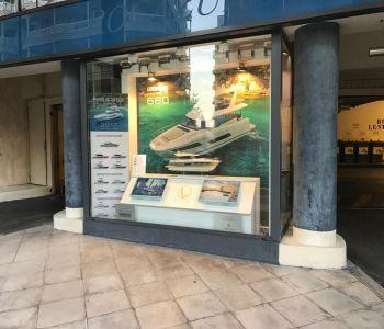 Monaco/ Local avec grande vitrine sur rue passante