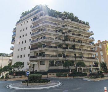 Monaco / Monolocale arredato con terrazza e giardino