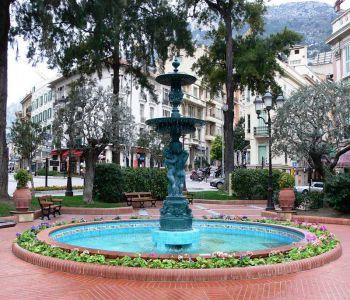 Place d'Armes Monaco: 2 pièces rénové avec balcons