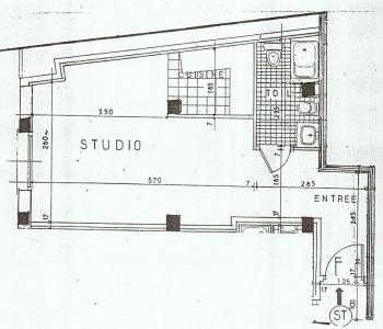 Monaco / Grand studio en bon état à usage mixte