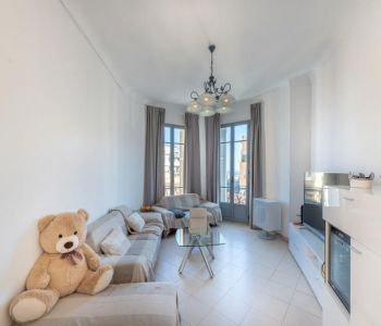 Monaco: 3 pieces with elevator, large cellar and maid room