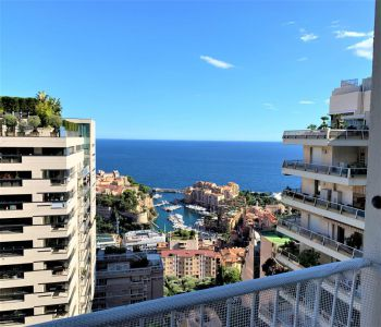 Charming apartment with sea view on high floor