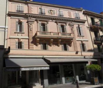 BEAU ONE BEDROOM FLAT - BOULEVARD OF MOULINS