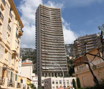 2 bedroomed apartment - view onthe city and montain