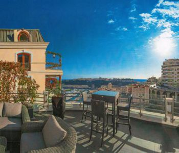 EXCLUSIVITY Rare: Boulevard de Suisse. Charming penthouse near Carré d'Or