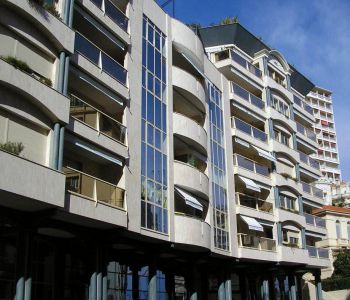 Large 2 bedroom apartment Le Rocazur. 34500 euros/m².