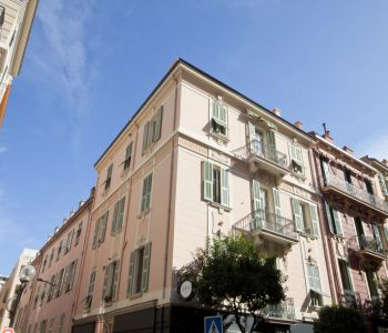Beautiful 5 room apartment in the Heart of the Condamine
