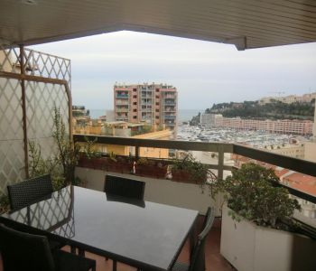 Overlooking the Port - Furnished apartment