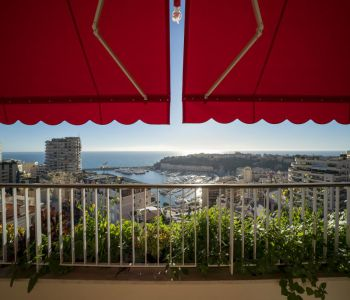 Stunning 2 bedroom flat with sea and port view on an upper floor